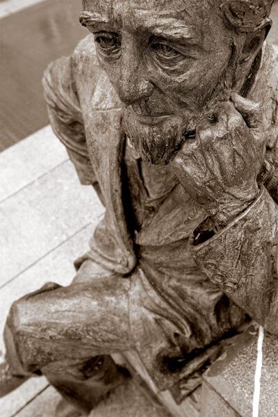 Altzagako Obieta estatuaren xehetasuna